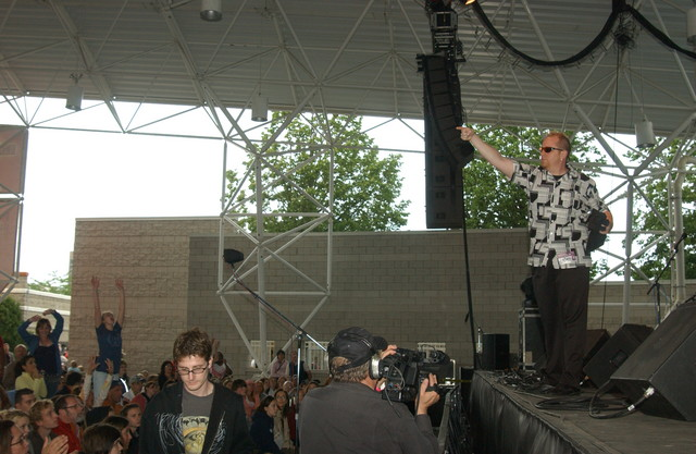 "The fabulous ""Fish"" (aka: Mark Samman) taunts the crowd with tee shirts before he sings.(photo: DHPruszka)"