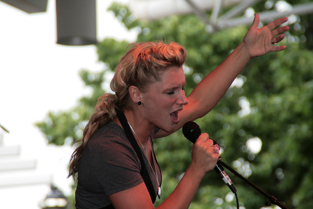 Windy singing her heart out (photo: kelly plitt)
